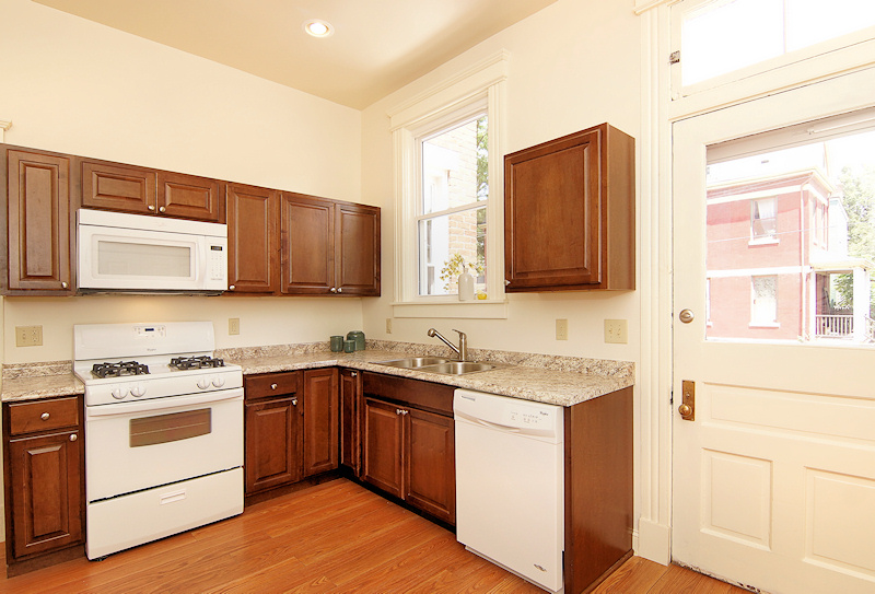 pullan_1_fully-equipped-kitchen