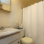 royal-glen_bathroom