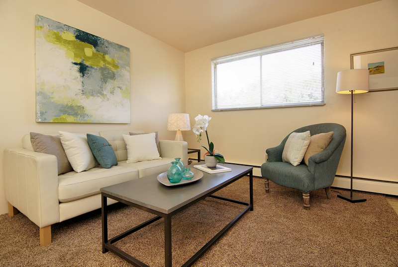 royal-glen_living-room-view-2